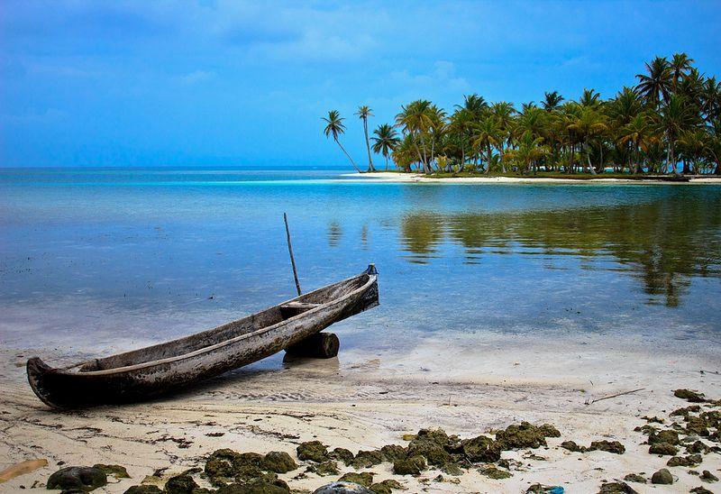 Arquipélago de San Blas pertence ao Panamá, país da América Central. É um local cuidado pelas tribos Kuna Yala e pouco explorado pelo ser humano. As ilhas fica muito próximas e abrigam cenários tomados pelo azul intenso do mar - WalterVargas.me on Visual hunt / CC BY-SA - WalterVargas.me on Visual hunt / CC BY-SA/Rota de Férias/ND