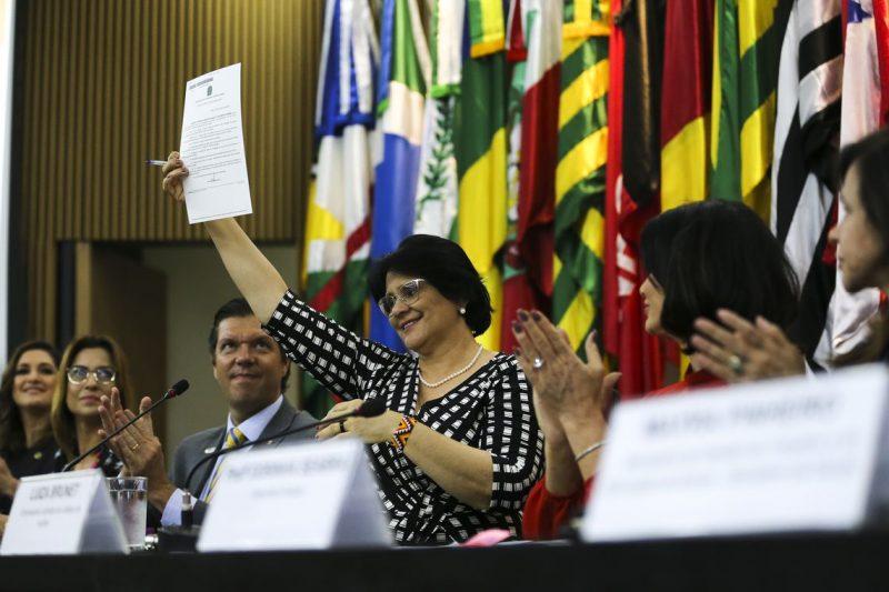 Ministra Damares Alves disse que o programa abrange identificação de uma situação abusiva e vão orientar pessoas a buscarem ajuda – José Cruz/Agência Brasil/ND