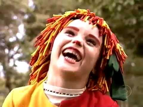 """Isabelle Drummond era o destaque na série infantil """"O Sítio do Pica-pau Amarelo"""". Aos sete anos, a atriz passou a interpretar a boneca Emília, uma das personagens mais marcantes da história de Monteiro Lobato. - Reprodução/Youtube"""