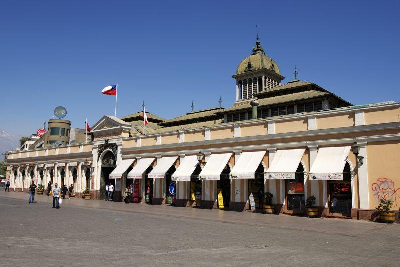 O edifício do Mercado Central de Santiago, no Chile, é tão bonito que foi nomeado monumento histórico. Na parte de dentro é possível encontrar e provar sabores típicos da gastronomia chilena - Shutterstock.com - Shutterstock.com/Rota de Férias/ND