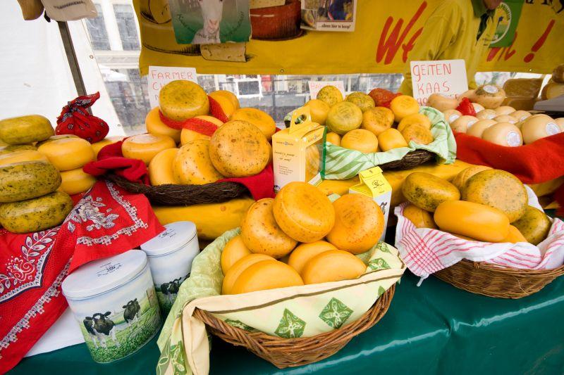 Mercados incríveis que valem a visita- O Mercado do Queijo (Kaasmarkt) é uma das grandes atrações da cidade de Alkmaar, na Holanda. Vale a pena conhecer os diferentes tipos e até aproveitar para comprar alguns dos queijos mais saborosos do mundo - Stutterstock.com - Stutterstock.com/Rota de Férias/ND