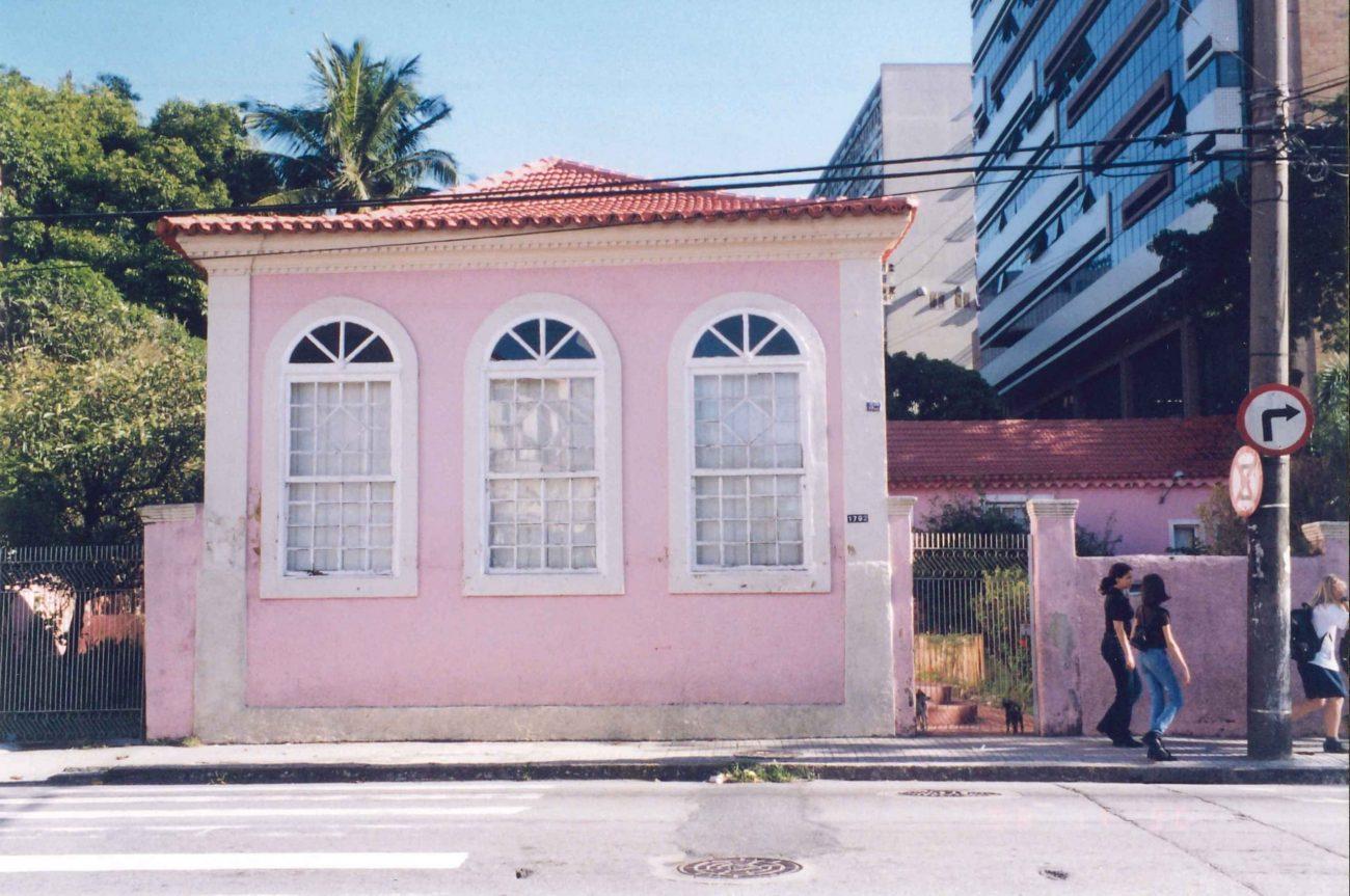 A Casa de Chácara da rua Bocaiuva, morada dos Souza, na década de 1990 - Foto Roseli Maria de Souza Mosimann/Divulgação/ND