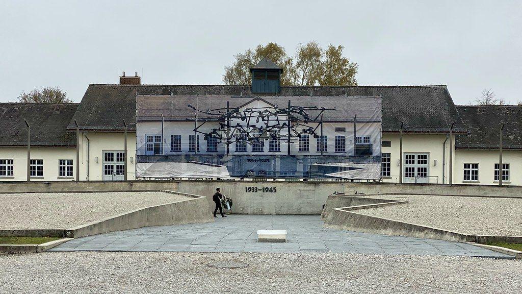 Memorial e museu de Dachau, Alemanha - Dachau foi o primeiro de muitos campos de extermínio da Alemanha. Hoje, o local abriga um memorial que conta a história e o destino dos prisioneiros que ali ficaram durante o período - Frank Fujimoto on Visualhunt.com / CC BY-NC-ND - Frank Fujimoto on Visualhunt.com / CC BY-NC-ND/Rota de Férias/ND
