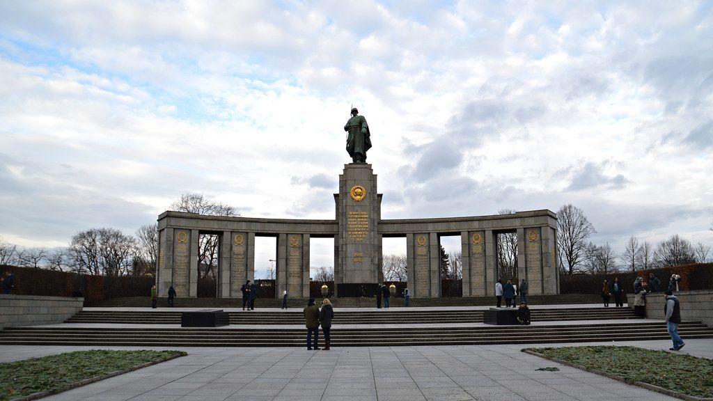 Memorial Soviético da Guerra, Alemanha - Este local foi construído em 1949, em memória aos mais de 80 mil soldados soviéticos que morreram na batalha de Berlim - Tobi NDH on Visual Hunt / CC BY - Tobi NDH on Visual Hunt / CC BY/Rota de Férias/ND