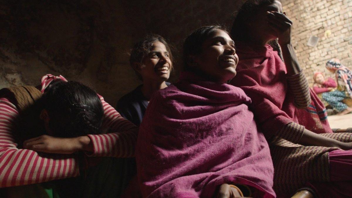 Absorvendo o Tabu (2018) – Na Índia rural, onde o estigma da menstruação persiste, mulheres produzem absorventes de baixo custo em uma nova máquina e caminham para a independência financeira. Venceu o Oscar 2019 na categoria de Melhor Documentário de Curta-metragem. - Crédito: Divulgação/33Giga/ND