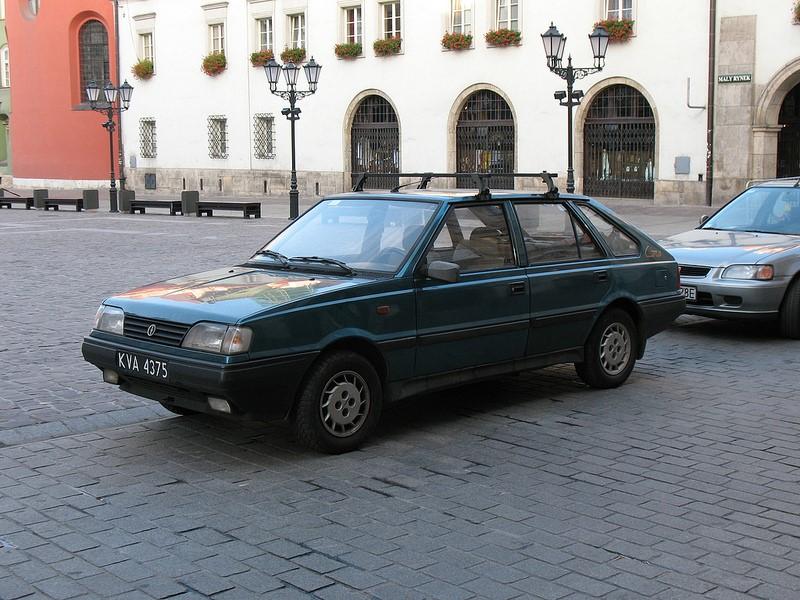 Produzido pela montadora polonesa FSO, o Polonez usava alguns componentes do Polski 125p, da Fiat. Passando por diferentes versões, o modelo foi fabricado de 1978 a 1997 - Foto: photobeppus via Visual hunt / CC BY-SA - Foto: photobeppus via Visual hunt / CC BY-SA/Garagem 360/ND
