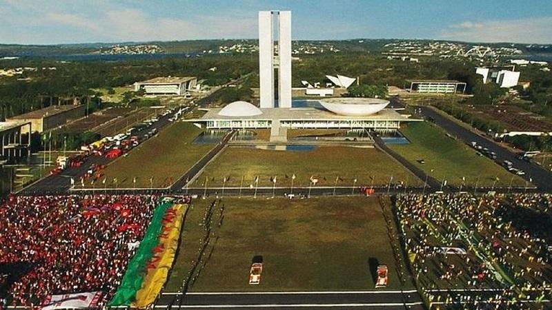 Democracia em Vertigem (2019) – Documentário político e memórias pessoais se misturam nesta análise sobre a ascensão e queda de Lula e Dilma Rousseff e a polarização da nação. - Crédito: Divulgação/33Giga/ND