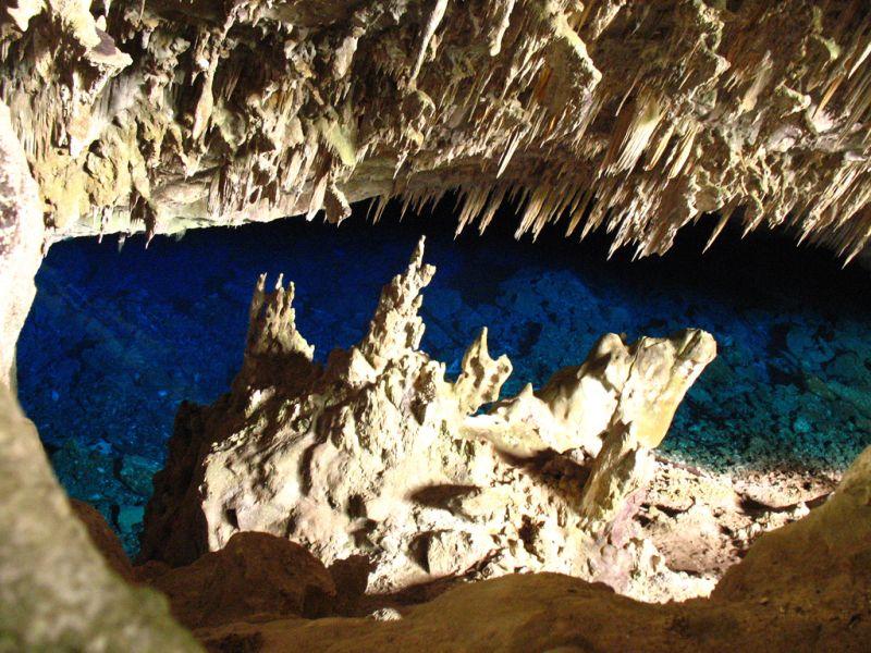 A Gruta do Lago Azul é uma das principais atrações de Bonito (MS). No geral, o destino é perfeito para a galera mais radical e para o pessoal que quer mergulhar com vários peixinhos - sapienssolutions via Visualhunt.com / CC BY - sapienssolutions via Visualhunt.com / CC BY/Rota de Férias/ND