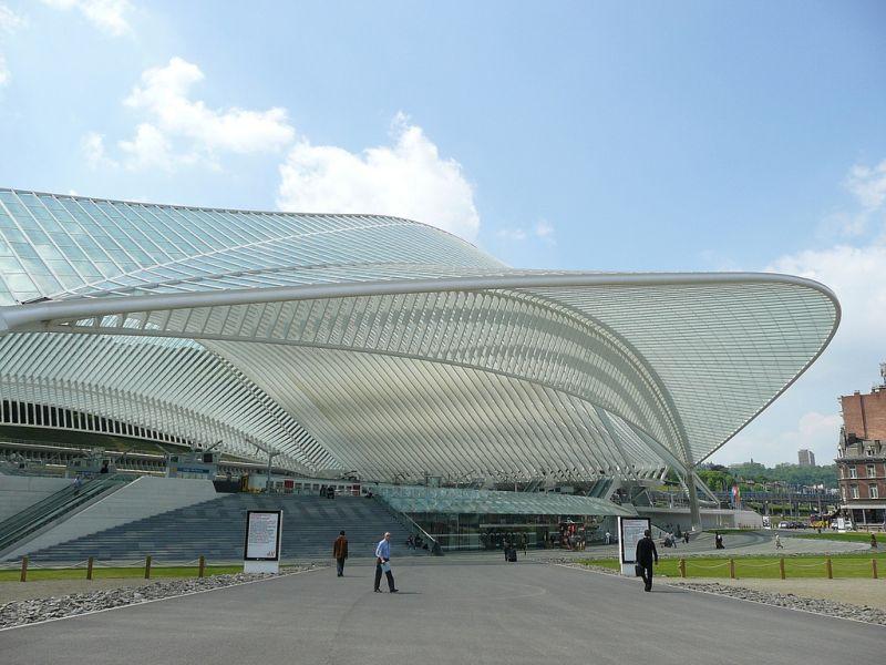 Localizada em Liège, na Bélgica, a Estação Liège-Guillemins conta com uma enorme estrutura futurista - Metro Centric via Visualhunt.com / CC BY - Metro Centric via Visualhunt.com / CC BY/Rota de Férias/ND