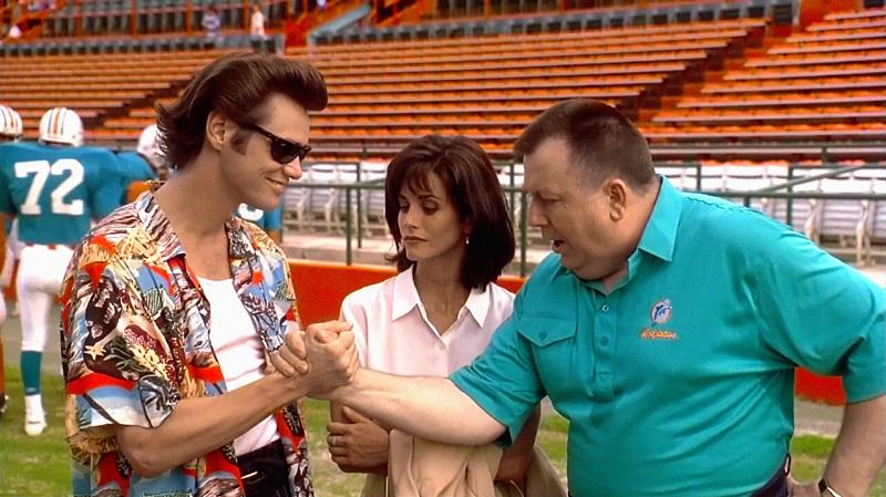 01/11 – Ace Ventura: Um Detetive Diferente (1994): Ace Ventura está longe de ser um detetive competente. Mas é ele que investiga o sequestro de Snowflake, a mascote do time de futebol americano Miami Dolphins. - Crédito: Divulgação/33Giga/ND