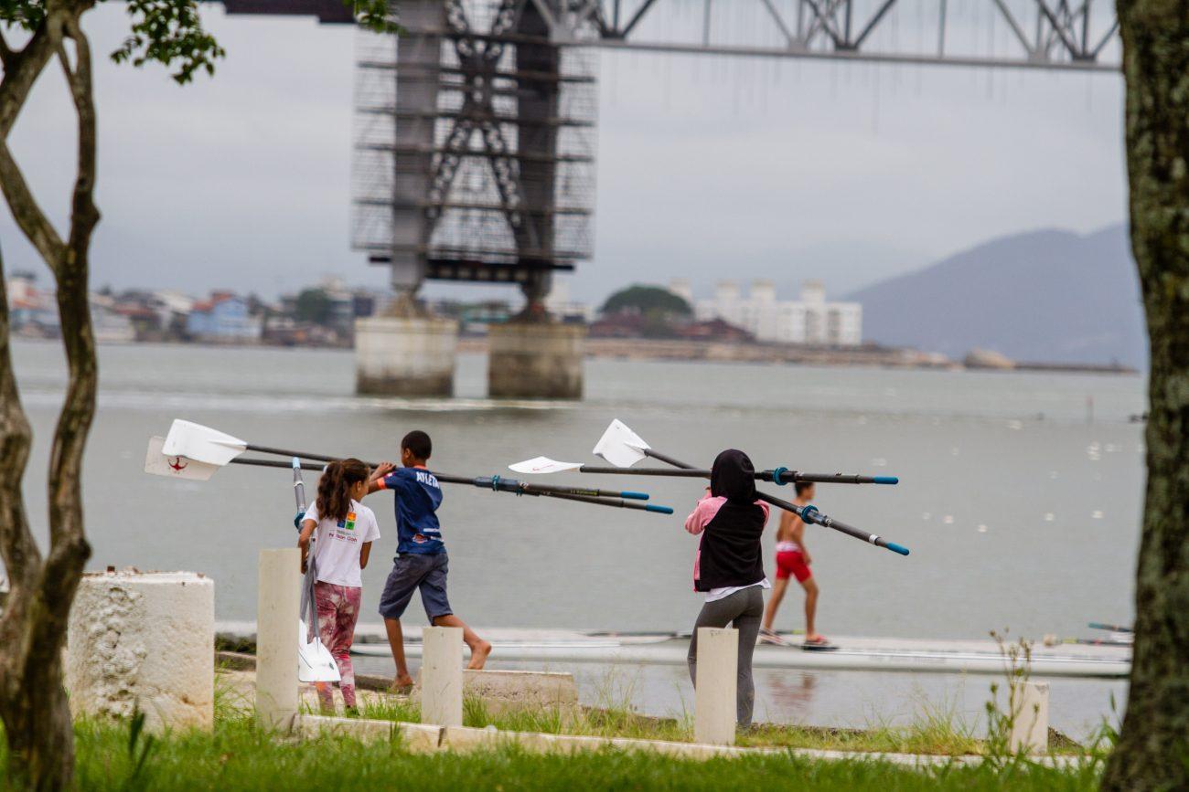 Com a expansão do esporte através de projetos sociais, Adriana está ansiosa para ver a próxima geração de remadores - Foto Flavio Tin/ND