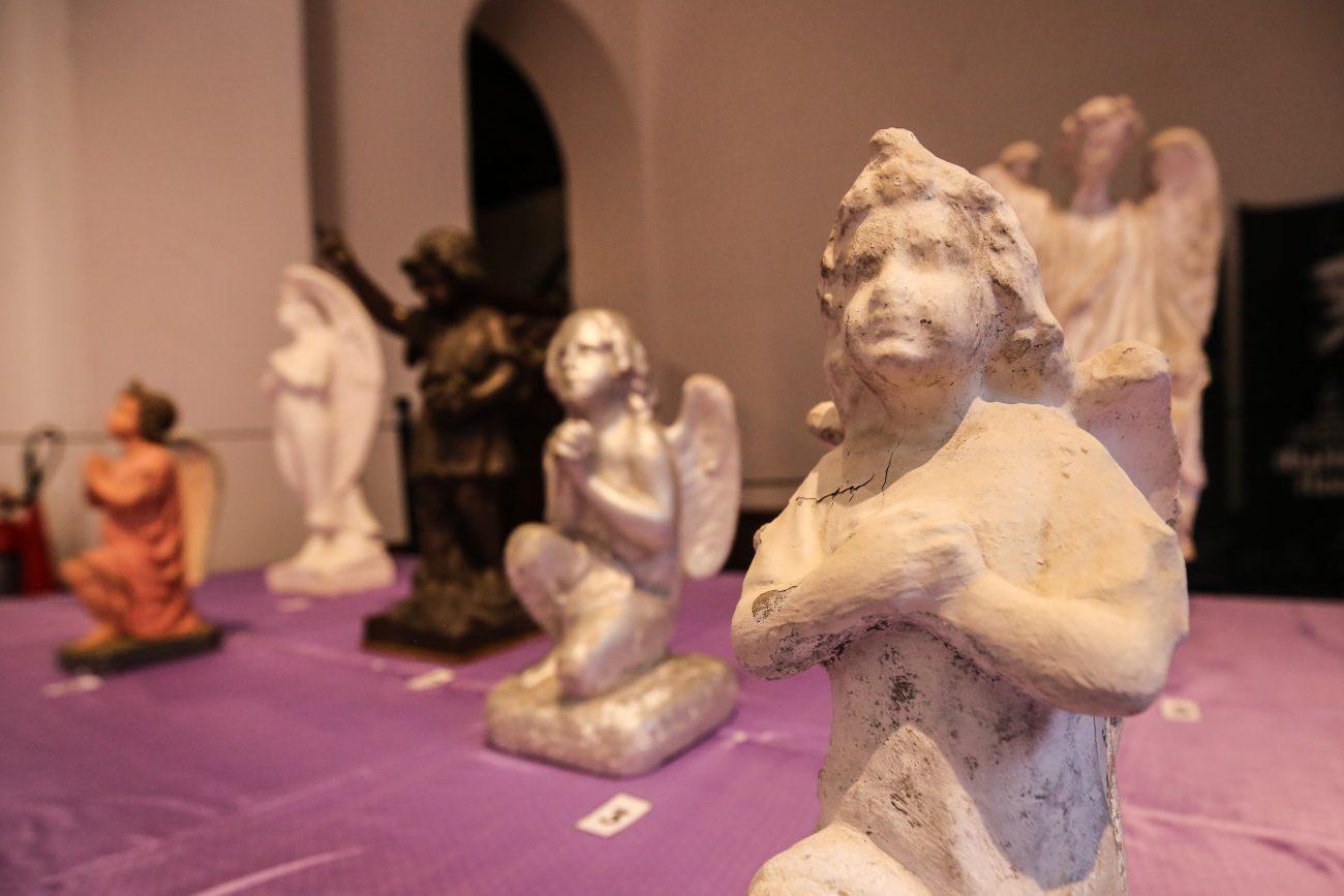Coleção de anjos que ornamentam os túmulos nos cemitérios - Anderson Coelho/ND