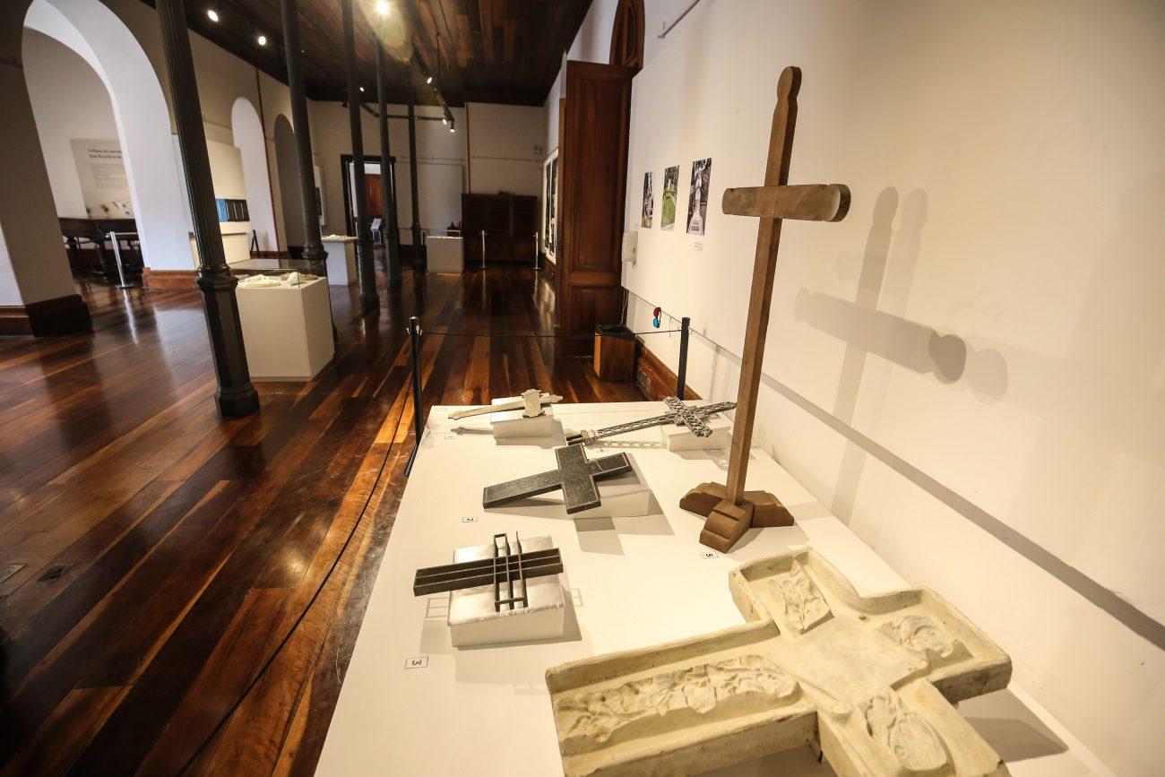 Acervo de cruzes do Memorial Funerário Mathias Haas - Anderson Coelho/ND