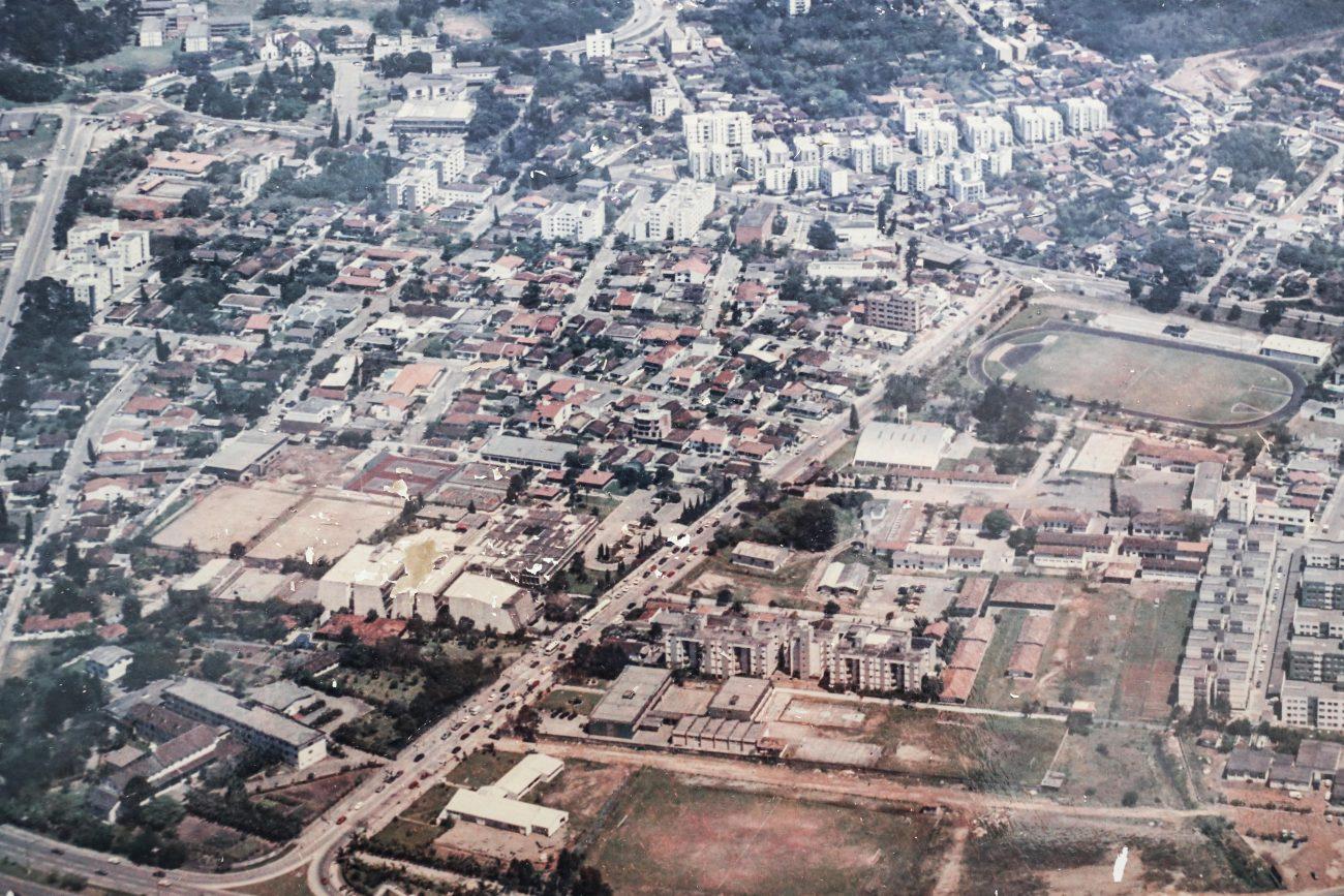 Fotografia da avenida Madre Benvenuta. Embaixo, à esquerda, o Convento - Anderson Coelho/ND