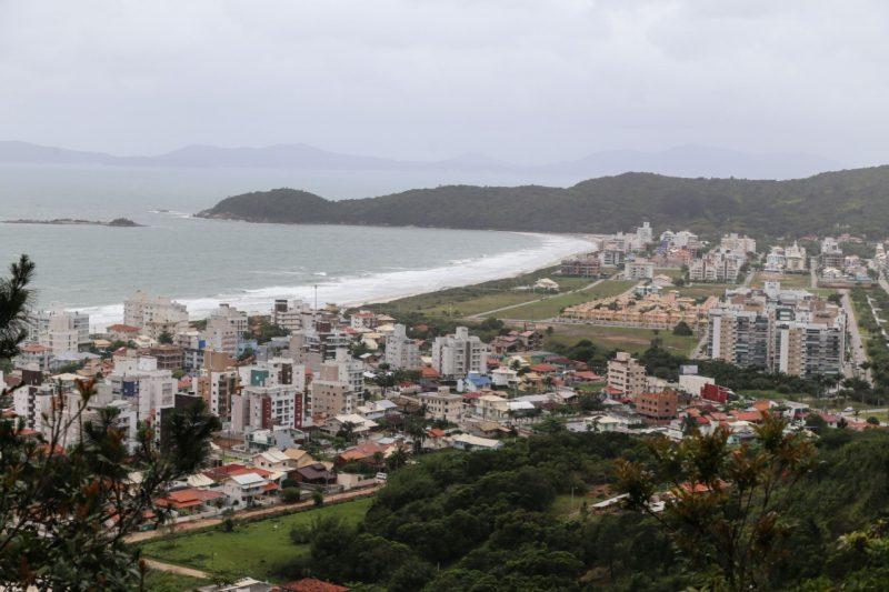Praia de Palmas, um dos destinos mais procurados em Governador Celso Ramos – Foto: Anderson Coelho/ND
