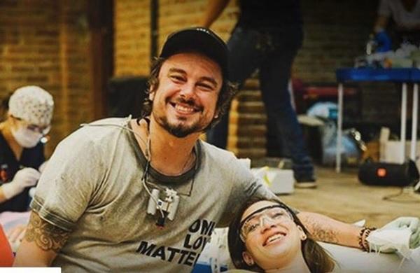 O dentista Felipe Rossi durante ação voluntária - Reprodução/Twitter