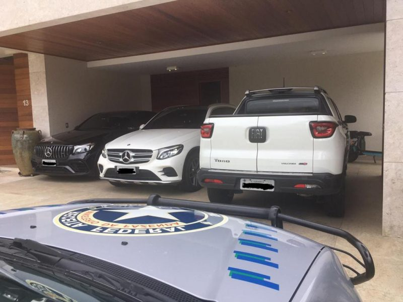 Duas Mercedes Benz e um Fiat Toro apreendidos em Florianópolis - Divulgação PRF/ND