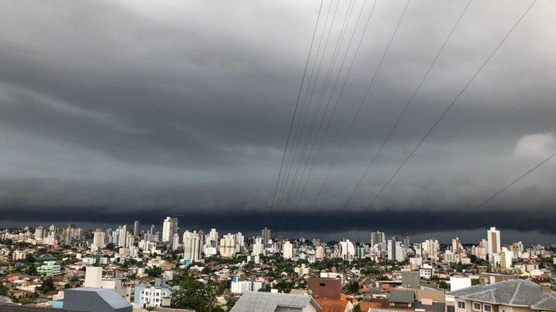A torre de controle do Aeroporto de Chapecó registrou ventos de 74,8 km/h. - Willian Ricardo/ND