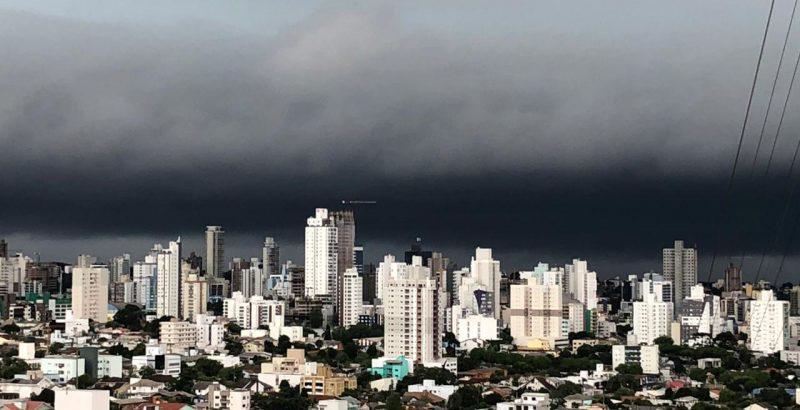Semana deve terminar com mais pancadas de chuva em SC – Foto: Arquivo/ND