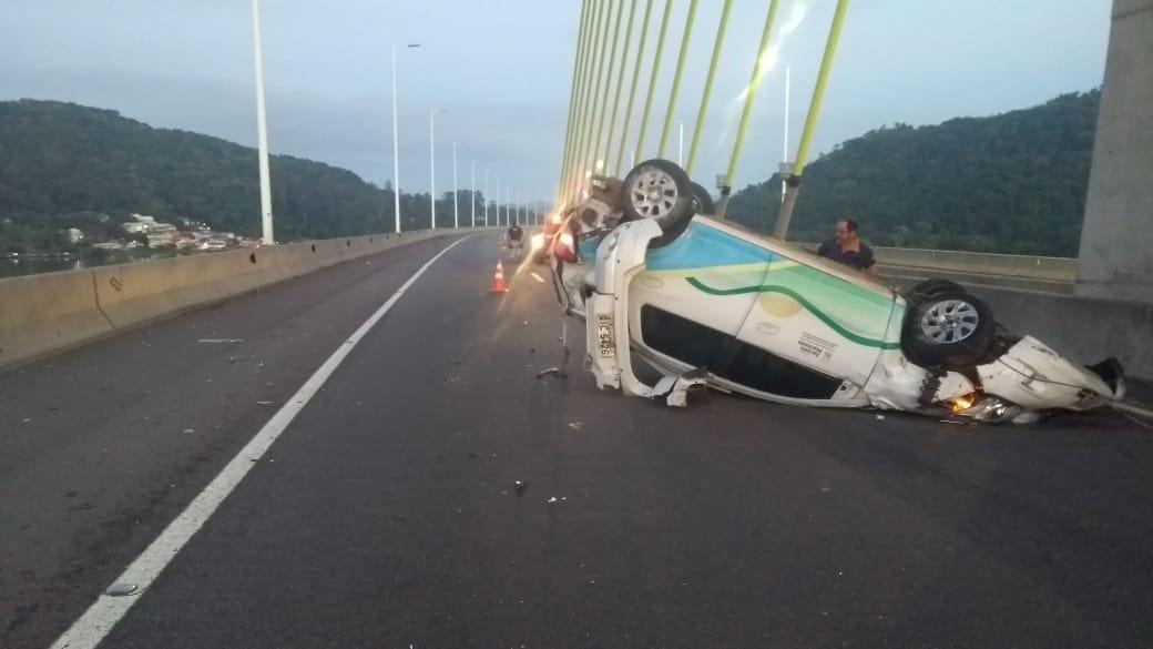 Motorista embriagado causa capotamento em ponte de Laguna - ND Mais - Notícias