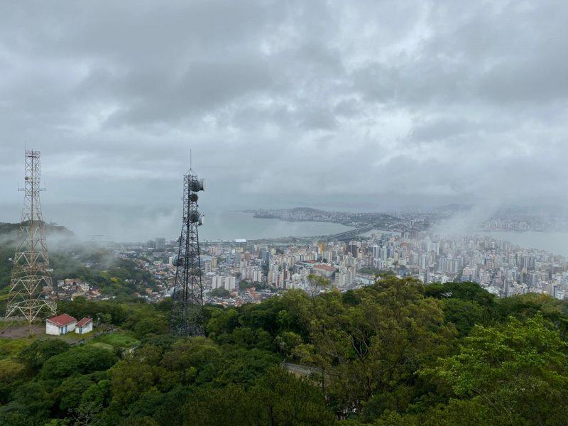 Chuva vem mais forte no período da tarde