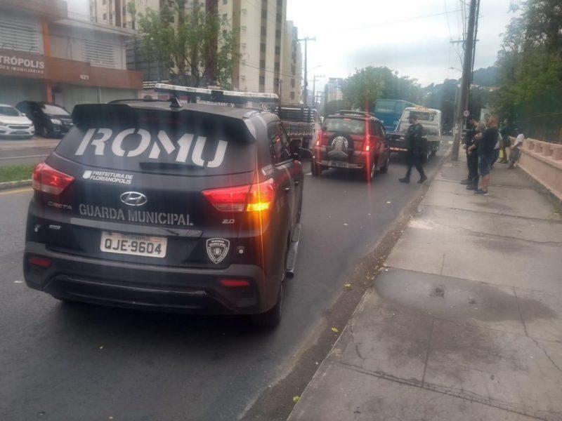 Avenida Mauro Ramos, no centro de Florianópolis, também teve trânsito complicado após às 16h por causa de uma operação policial próximo ao IFSC - Divulgação