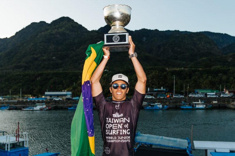 Catarinense Lucas Vicente conquistou o título do Mundial de Surfe Júnior – Foto: Matt Dunbar/WSL