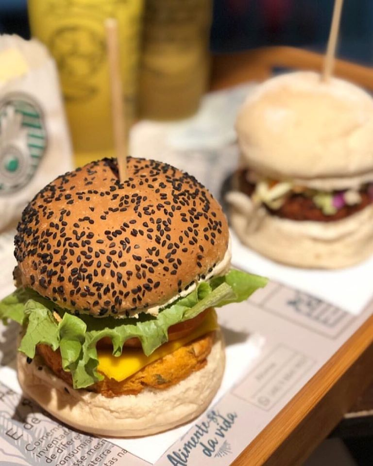 Ahimsa Vegan Burgers - O delivery oferece opções de hambúrgueres e petiscos. Tudo 100% vegano. - Reprodução/Instagram