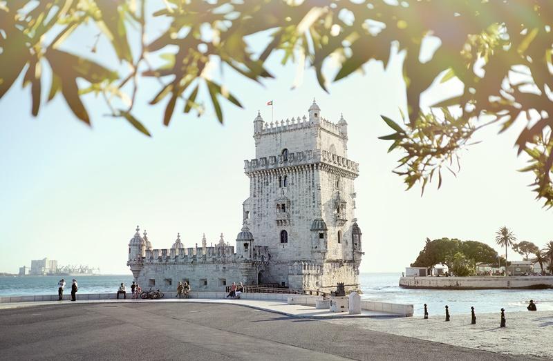 Para os turistas que desejam passar mais tempo no seu próximo destino, Lisboa, em Portugal, é uma das melhores opções. Durante 21 dias, os viajantes podem conhecer a cidade e até mesmo fazer uma road trip pelo país. Por R$ 12.829, os interessados têm hospedagem, passagem e transfer do aeroporto para o hotel inclusos - Alex Paganelli on Unsplash - Alex Paganelli on Unsplash /Rota de Férias/ND