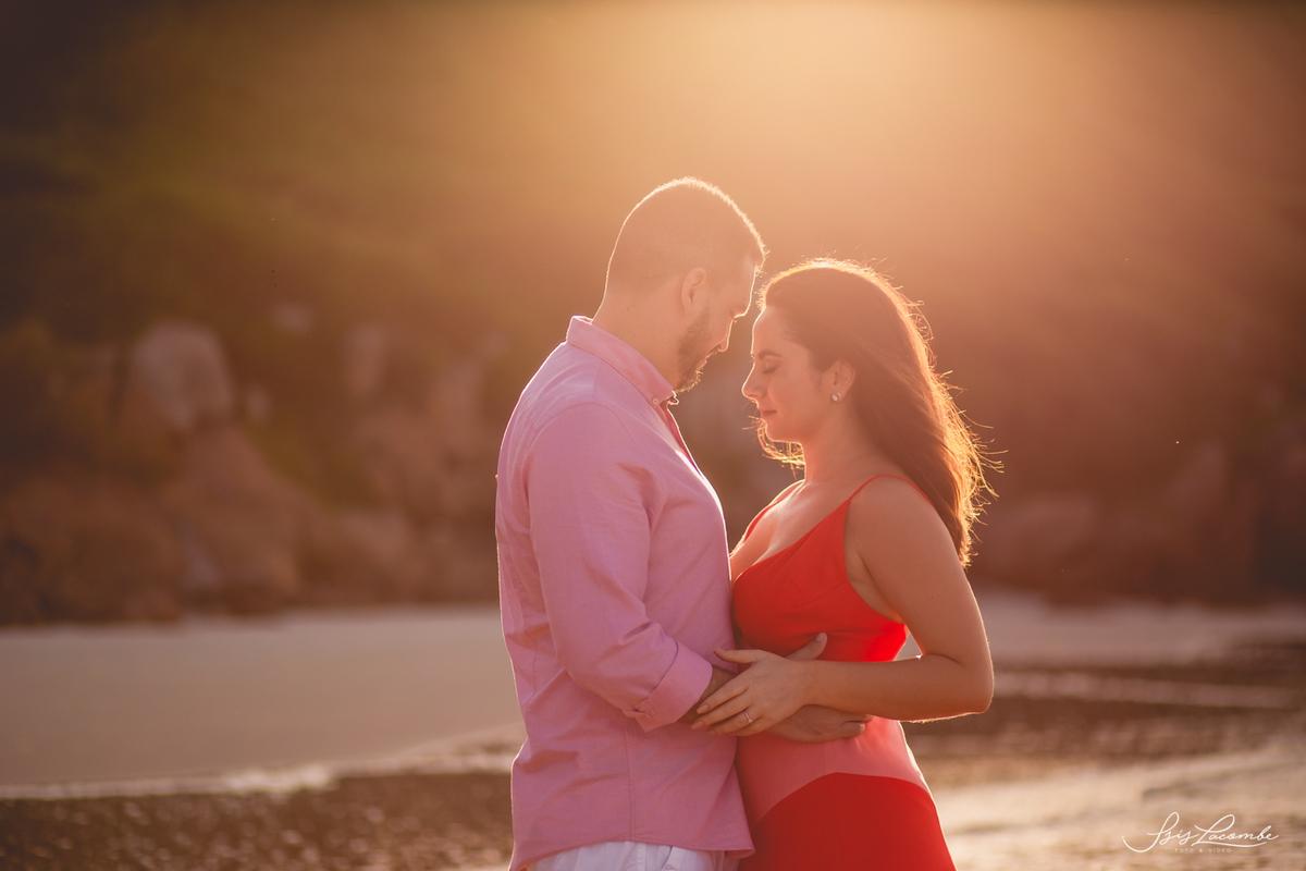 O amanhecer do sol é um dos cenários favoritos entre os noivos - Isis Lacombe/pré-casamento Deisy e Marcelo