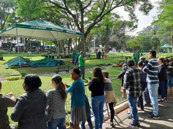 Fãs do comunicador aguardavam desde cedo a chegada do corpo no local - Joyce Ribeiro/R7