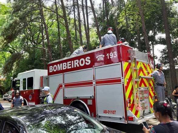 O corpo de Gugu chegou ao cemitério às 11h30 - Joyce Ribeiro/R7