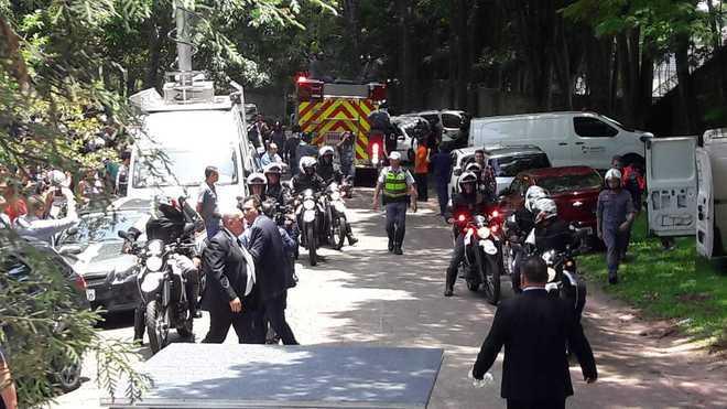 Um forte esquema de segurança foi montado para receber o corpo do apresentador - Edu Garcia/R7
