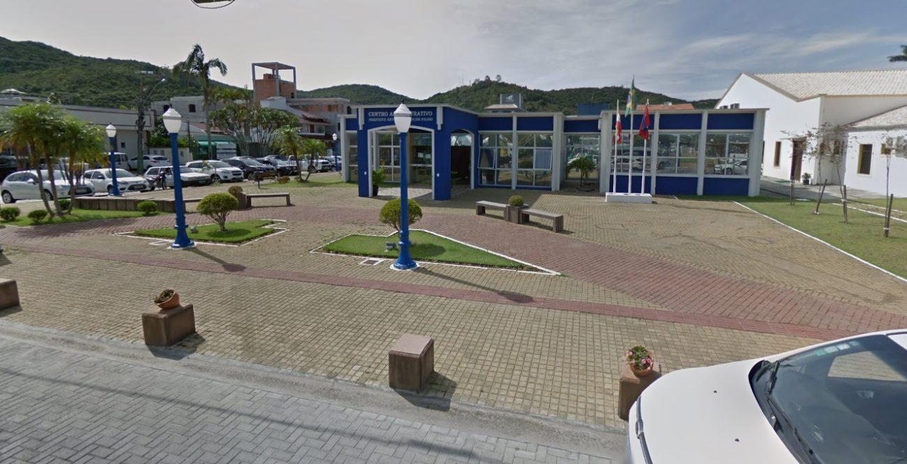 Harry Klueger, morador de Porto Belo, foi a primeira vítima de coronavírus em Santa Catarina, no último dia 26. Morador de Porto Belo, o homem ficou viúvo no ano passado e devido a saúde debilitada, estava sendo cuidado pelos filhos em sua casa. Confira a reportagem completa: https://bit.ly/2RChAeW - Google Street View/Reprodução/ND