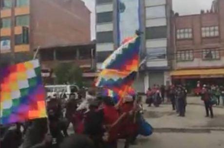 Manifestantes na Bolívia – Foto: Reprodução/Twitter