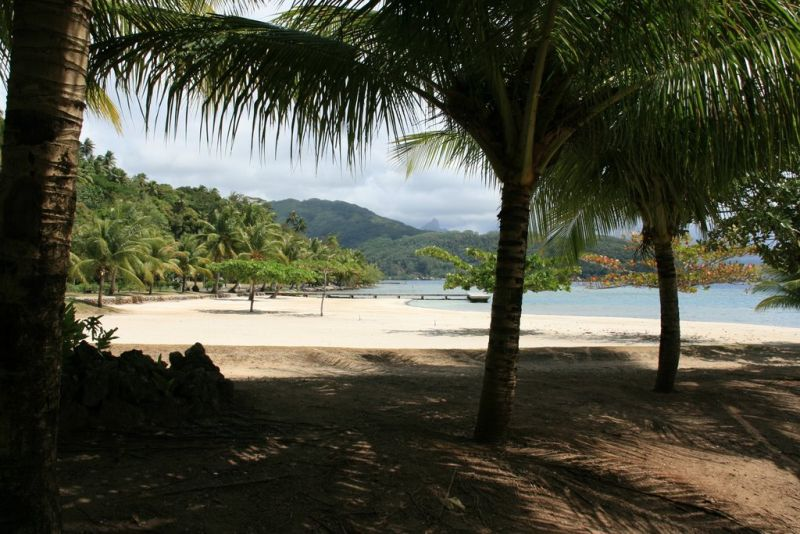 Opoa, em Taputapuatea, comuna da Polinésia Francesa. A praia conta com lugar sagrado que é um marco para a população local e que serve como centro cerimonial, político e funerário do povo Ma'ohi - Divulgação - Divulgação/Rota de Férias/ND