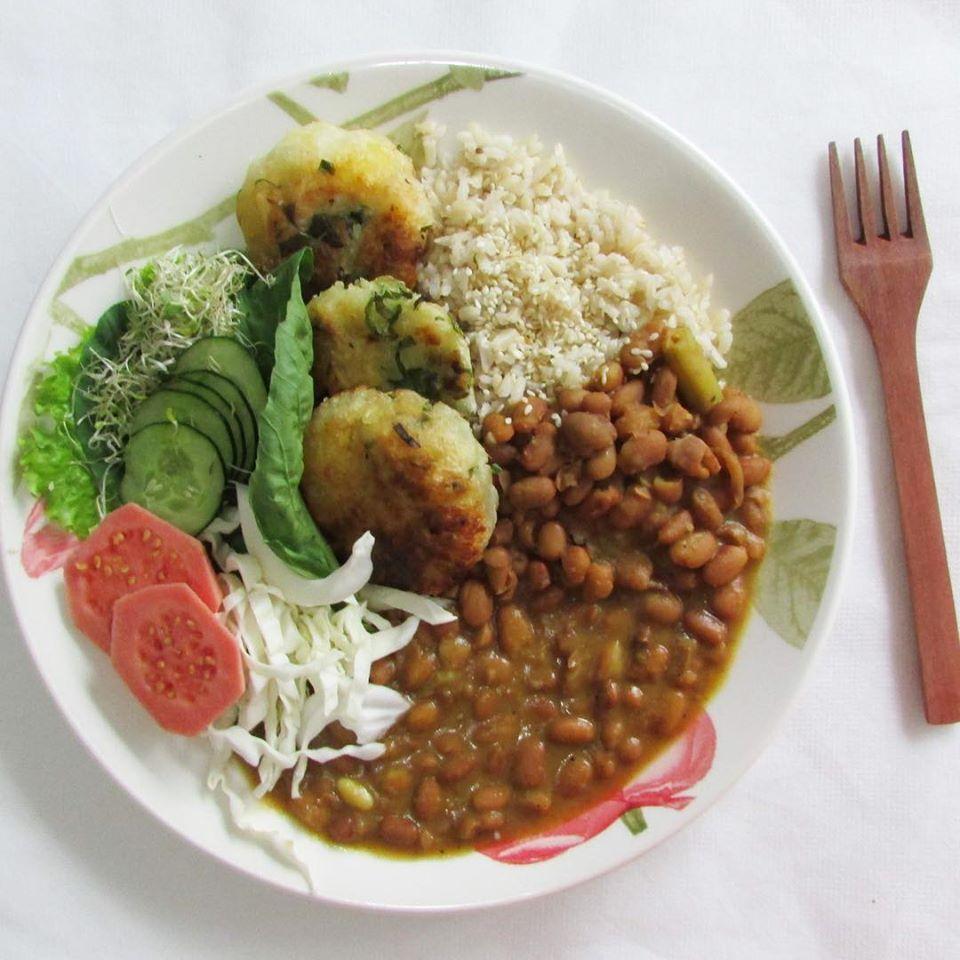 Yaba Natural - O equilíbrio da alimentação é o foco do delivery que serve pratos fartos de comida sem a adição de nenhum produto de origem animal. - Reprodução/Facebook