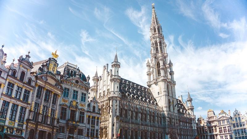 Por R$ 12.294, os turistas podem aproveitar 14 dias em Bruxelas, na Bélgica. Durante as duas semanas, os viajantes desfrutarão do conforto do NH Brussels Carrefour de l'Europe e das belezas da cidade - Yeo Khee on Unsplash - Yeo Khee on Unsplash/Rota de Férias/ND