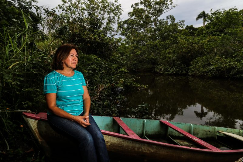 Moradora do bairro Ratones, Érica Xavier de Oliveira costuma sofrer com inundações – Foto: Anderson Coelho/ND