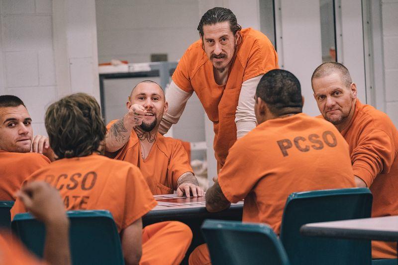 Reality shows para assistir na Netflix: 60 Dias Infiltrados na Prisão (Uma temporada) – Para acabar com a corrupção e o crime na Penitenciária do Condado de Clark, o xerife Jamey Noel recruta civis para entrarem lá disfarçados. - Crédito: Divulgação/33Giga/ND