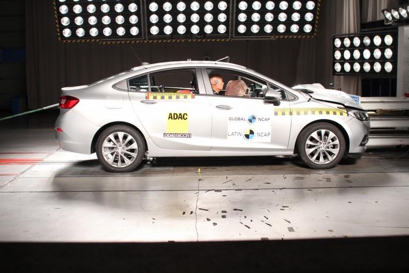 O Chevrolet Cruze conseguiu a nota máxima para adultos. Entretanto, a proteção infantil obteve quatro estrelas - Foto: Divulgação - Foto: Divulgação/Garagem 360/ND