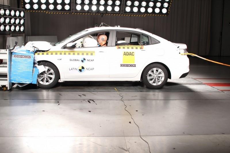 O Chevrolet Novo Onix Plus ganhou cinco estrelas para a segurança de ocupantes adultos e infantis, além do Latin NCAP Advanced Award pela proteção de pedestres - Foto: Divulgação - Foto: Divulgação/Garagem 360/ND