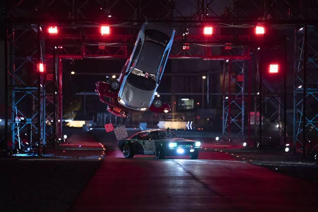 Hyperdrive (Uma temporada) – Os melhores pilotos de rua do mundo desafiam seus limites em carros turbinados na maior e mais sinistra pista com obstáculos já construída. - Crédito: Divulgação/33Giga/ND