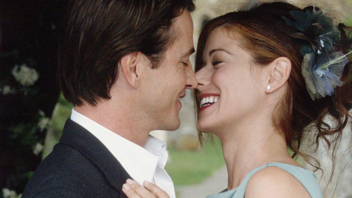 15/11 – Muito Bem Acompanhada (2005): Kat não quer ir sozinha ao casamento da irmã porque seu ex estará lá. Então, contrata um acompanhante para fingir que está namorando. - Crédito: Divulgação /33Giga/ND
