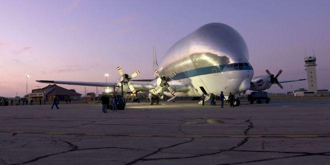 O modelo foi desenvolvido pela Aero Spacelines na década de 50 e pode transportar 25 toneladas. - NASA/James Zunt, Dennis Brown, William Fletcher/Portal R7/ND
