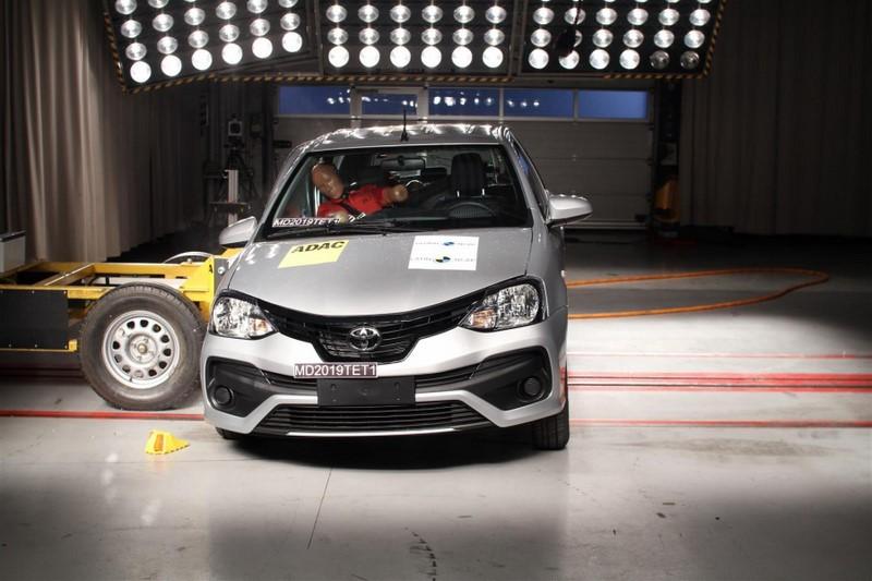O Toyota Etios manteve as quatro estrelas de proteção para ocupantes adultos e crianças - Foto: Divulgação - Foto: Divulgação/Garagem 360/ND