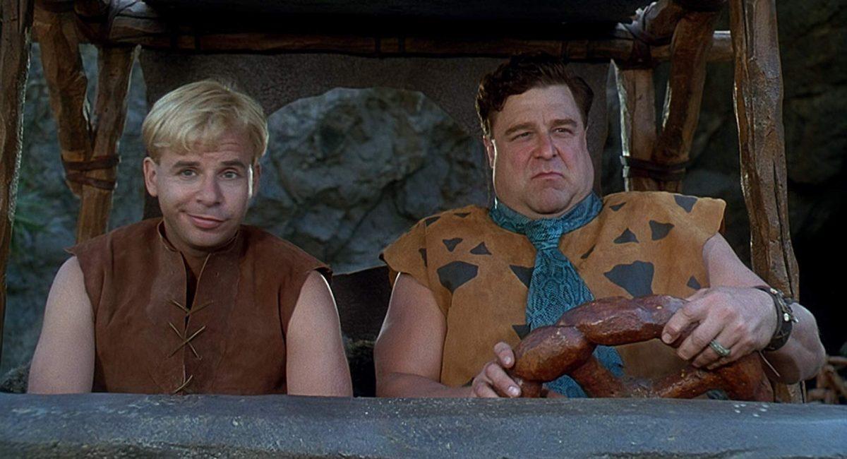 15/11 – Os Flintstones: O Filme (1994): Fred e Wilma comemoram a promoção dele a vice-presidente da Pedregulho e Cia. Mas o casal de amigos Barney e Betty descobrem que não passa de uma trapaça e tentam alertá-lo. - Crédito: Divulgação /33Giga/ND