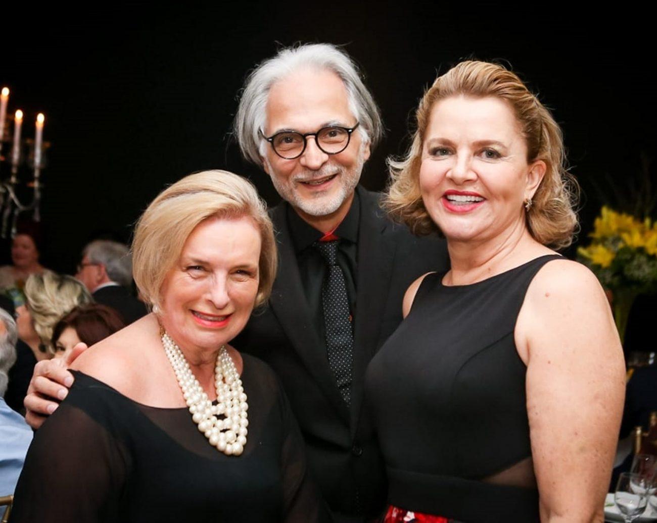 Erica Wiese Thiesen (à esq.), com Marco Antonio Haberbeck Modesto e Vera Becker Modesto - Luciano Nunes/Divulgação/ND