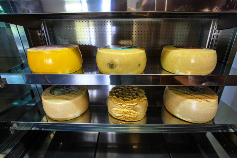 Fábrica de queijos da Uniqueijo, em Velas, Ilha de São Jorge – Foto: Joel Pacheco/Divulgação/ND