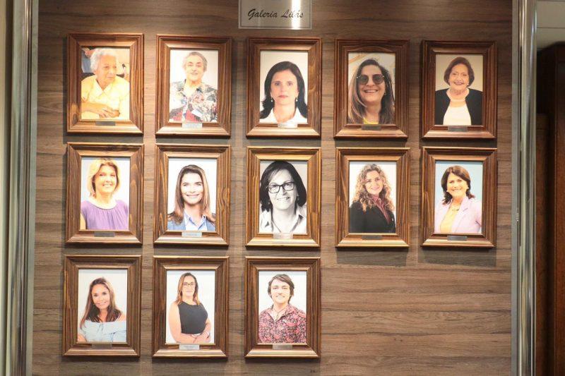 A Galeria Lilás homenageia as 13 mulheres vereadoras de Florianópolis – Foto: Édio Hélio Ramos/Divulgação/ND